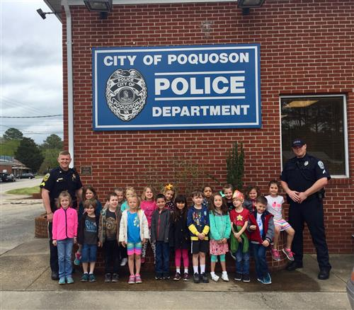 Students Visit Police Department